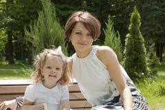 Lyckligt kvinnan med barnet Royaltyfri Foto