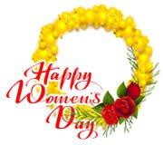 Lyckligt kvinnors kort för hälsning för dagtext Gul mimosa och röd rosblomma Symbol för akaciablommakrans av internationella kvin Royaltyfri Foto