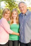 lyckligt le för familj Arkivfoto