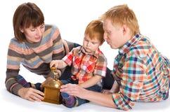 Lyckligt le för familjstående Royaltyfri Bild