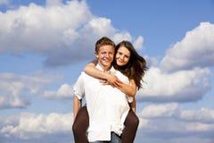 lyckligt le för par som är tonårs- Royaltyfri Foto