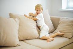 lyckligt le för pojke Arkivfoto