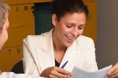 lyckligt le för sekreterare arkivfoto