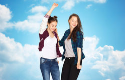 Lyckligt le nätt dansa för tonårs- flickor Arkivfoton