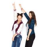 Lyckligt le nätt dansa för tonårs- flickor Fotografering för Bildbyråer