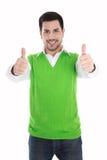 Lyckligt le och isolerad man i grön sweater med tummar upp arkivbild