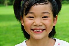 Lyckligt leende för asiatisk flicka Royaltyfria Bilder