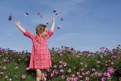 lyckligt leka le för barn Arkivfoto