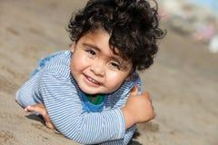 Lyckligt litet barn fotografering för bildbyråer