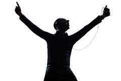 Lyckligt lyssna för Silhouettemanstående till musik Royaltyfri Bild