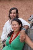lyckligt mångkulturellt för par Royaltyfri Bild