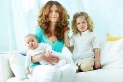 Lyckligt moderskap Arkivfoto