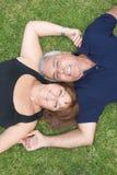 lyckligt moget le för par fotografering för bildbyråer