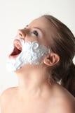 lyckligt nätt vitt kvinnabarn för skägg Royaltyfri Bild