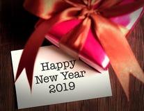 Lyckligt nytt år 2019 med gåvan arkivbilder