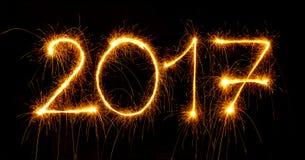 Lyckligt nytt år - 2017 med tomtebloss på svart Royaltyfria Foton