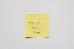 Lyckligt nytt år på gul klistermärke Royaltyfria Bilder