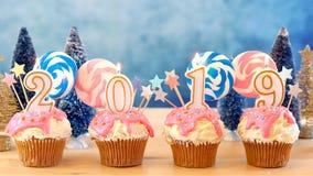 2019 lyckligt nytt års muffin för droppande för klubba för godisland royaltyfria bilder