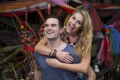 Lyckligt och att le par i Bangkok, Thailand Royaltyfri Foto