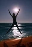 Lyckligt på stranden Arkivfoto