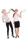 lyckligt papper två för affärskvinnor Arkivfoto
