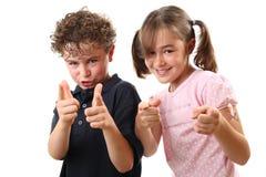 lyckligt peka för ungar Arkivfoto