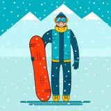 Lyckligt pojkesnowboarderanseende med en snowboard Snöberglandskap Arkivfoton