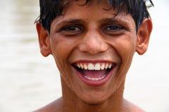 Lyckligt södra asiatiskt tonårigt Arkivfoto