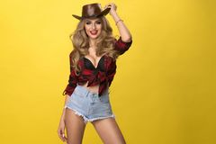 lyckligt sexigt för cowgirl Royaltyfri Foto