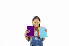 Lyckligt skola flickan med bokar royaltyfria foton