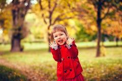 lyckligt skratta för flicka Arkivfoton