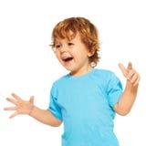 Lyckligt som gås ut två år gammal unge Arkivfoton