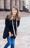 lyckligt ståendekvinnabarn Royaltyfria Bilder