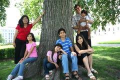lyckligt stort för familj Arkivfoto