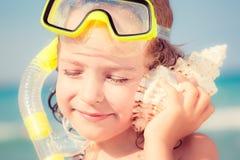 lyckligt strandbarn Royaltyfri Bild