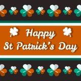 Lyckligt Sts Patrick dagkort med treklöverer Fotografering för Bildbyråer
