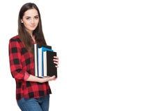Lyckligt studentliv Attraktiva gladlynta unga innehavböcker för kvinnlig student som isoleras på vit Royaltyfria Foton
