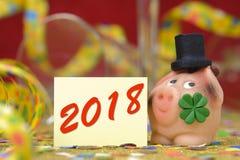 Lyckligt svin som amuletten för det nya året 2018 arkivfoton