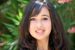 lyckligt tonårs- för asiatisk flicka arkivbild