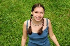lyckligt tonårs- för flicka royaltyfri bild