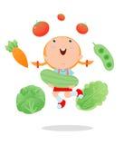 Lyckligt ungeinnehav som ler levande grönsaker, barn och grönsaker, sunt barnmatbegrepp, lyckliga ungar som rymmer banhoppningveg Arkivbild