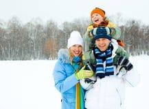 lyckligt utomhus- för familj Royaltyfri Fotografi