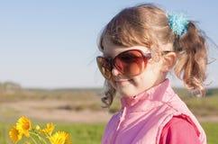 lyckligt utomhus- för flicka Royaltyfria Foton