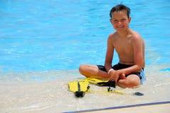 lyckligt vatten för pojke royaltyfria bilder