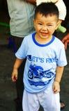 Lyckligt vietnamesiskt barn Arkivbild