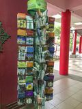 Lyers en brochures op Islam beschikbare vrij binnenkant Masjid Muhammadiah, Ipoh, Perak stock fotografie