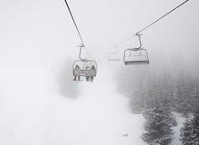Lyft i dimma Arkivfoton