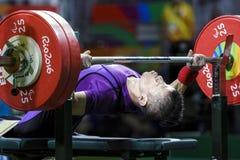Lyfta för vikt för Brasilien - Rio De Janeiro - Paralympic lek 2016 royaltyfri bild