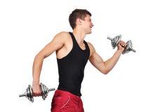Lyftande hantlar för muskulös man Arkivbild