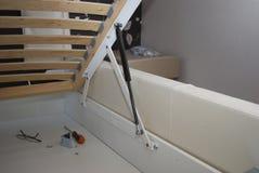 Lyftande mekanism för sängen Royaltyfri Foto